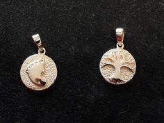 Neue Anhängermodelle: Babyfuss und Lebensbaum. Erhältlich in 585 Gelbgold oder 925 Silber Earrings, Jewelry, Fashion, Atelier, Yellow, Silver, Scale Model, Ear Rings, Moda