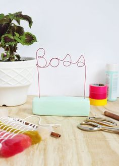 Let them know who is boss with this sculptural wire nameplate. Get the full tutorial on www.aBeautifulMess.com