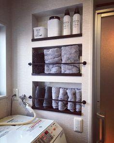 myhomevvvvはInstagramを利用しています:「#タオルニッチ これお気に入り😋 タオルや洗剤がパッと取れるし、オシャレに見える💕 バーを下二つだけにし、1番上は付けなかった‼️ 付けたら洗剤取りにくいから👌 あとニッチの奥の面は #キッチンパネル…」 Dressing Room, Towel, The Originals, Bathroom, House, Instagram, Sheet Metal, Washroom, Walk In Closet