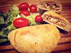Det finnes jo utallige varianter av Taco og min barn elsker taco! Disse pirogene var utrolig gode og krever ikke så mange ingredienser. Du kan også fryse disse ned og tine de lett i ovnen til en se…
