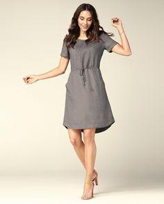 Серое приталенное льняное платье