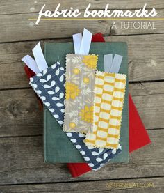 Handmade Gifts Ideas : Fabric Bookmarks Tutorial >> plus free printable for teacher gift. Scrap Fabric Projects, Diy Sewing Projects, Sewing Projects For Beginners, Fabric Scraps, Craft Tutorials, Sewing Crafts, Craft Projects, School Projects, Quilting Projects