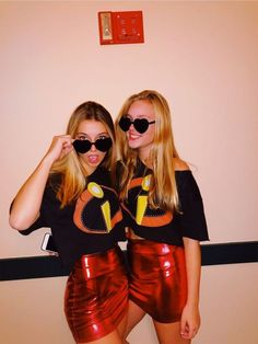 32 Easy Costumes to Copy That Are Perfect for the College Halloween Party - By Sophia Lee hot college halloween costumes. 32 Easy Costumes to Copy That Are Perfect for the College Halloween Party - By Sophia Lee hot college halloween costumes. Easy College Halloween Costumes, Best Friend Halloween Costumes, Trendy Halloween, Easy Costumes, Group Costumes, Halloween Halloween, Women Halloween, Halloween Recipe, Halloween Makeup