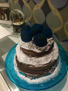 Naked cake brigadeiro azul