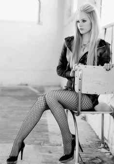 Avril Lavigne - Added to Beauty Eternal - A collection of the most beautiful women on the internet.