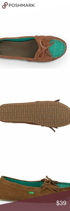 Sanuk Brown Leather Pocahontas Surfer Flats 11 Cute Sanuks in Size 11!  More Sanuks in Size 11 & more Sizes in my closet!  Bundle & Save! :) Sanuk Shoes Flats & Loafers