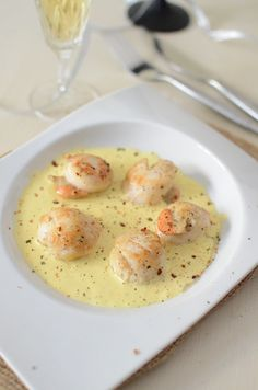 750 grammes vous propose cette recette de cuisine : Noix de Saint-Jacques au cha… 750 grams offers this recipe: Scallops with champagne. Recipe rated / 5 by 6 voters Cooking Time, Cooking Recipes, Champagne Recipe, Food Porn, Salty Foods, Fish And Seafood, Seafood Recipes, Food Inspiration, Love Food
