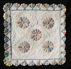 Dresden Plate - The Quilter's Cache - Marcia Hohn's free quilt Dresden Plate Patterns, Mini Quilt Patterns, Block Patterns, Patchwork Ideas, Crazy Patchwork, Dresden Quilt, Small Quilts, Mini Quilts, Baby Quilts