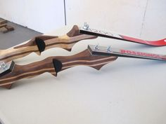 Make a takedown bow from skis!