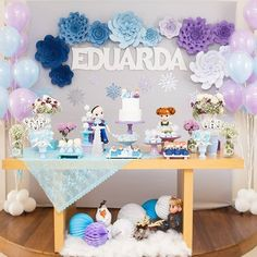 Um arraso de festa no tema Frozen! Frozen Birthday Decorations, Paper Fan Decorations, Frozen Themed Birthday Party, Girl Birthday Themes, 2nd Birthday Parties, Frozen Dessert Table, Festa Frozen Fever, Cinderella Birthday, Party Activities