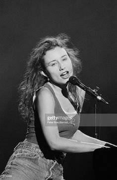 American pianist and singer-songwriter Tori Amos live at the Brixton Academy in London, 6th March 1994.