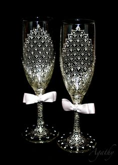 Elegant Champagne wedding glasses. Delicate Silver lace. Hand painted in Point-to-point technique.