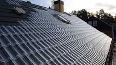 Thermelon, a new material for roofs invented by MIT, turns reflective white in warm temperature then dark for heat absorption during colder days.