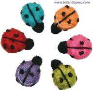 Mariquitas o ladybugs tejidas a crochet (a partir de un botón tejido a crochet)  Alegrarán cualquier prenda!!