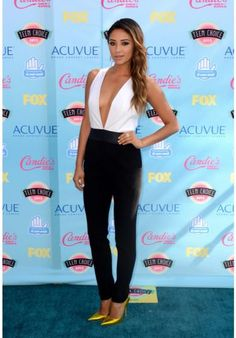 Shay Mitchell @ Teen choice awards 2013