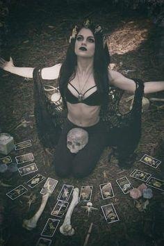Beltane, Witch Photos, Dark Witch, Season Of The Witch, Witch Art, Witch Aesthetic, Maquillage Halloween, Dark Photography, Dark Fantasy Art