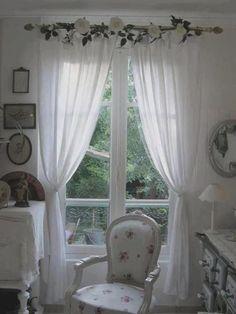 Hay muchas ideas creativas y originales para crear cortinas de bricolaje . Las tiendas son un elemento importante en la casa, le permiten tener un poco de privacidad y de protección contra el sol y…