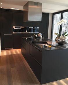 Choosing New Kitchen Countertops Luxury Kitchen Design, Kitchen Room Design, Home Decor Kitchen, Rustic Kitchen, Interior Design Kitchen, New Kitchen, Kitchen Small, Kitchen Ideas, Black Kitchen Countertops