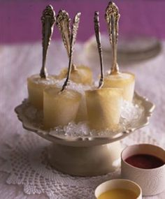 Champagne popsicles are not only pleasing to the eye, but also to the tastebuds!