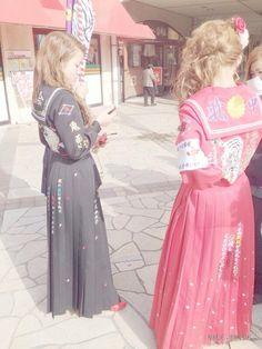 大阪で起きた「平成のボンタン狩り」 府南部では「番長」なお存続 卒業式に刺繍入りの学ランで記念撮影 - どこかにアンテナ