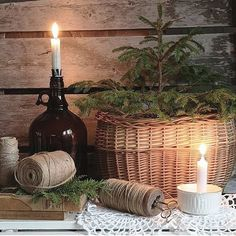 Litt førjulspuslerier hører med i disse adventshelgene. Vi lar oss inspirere av den kreative hagestua til @vibekedesign. God lørdagskveld… Cottage Christmas, Creative, Cabin Christmas