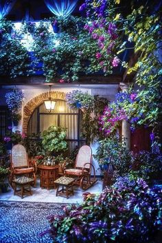 Spain!  Lovely courtyard!