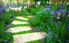 Skal du til at lægge nye fliser eller havetrin i gården elle Blue Garden, Garden Pool, Garden Paths, Garden Art, Garden Design, Garden Ideas, Garden Club, Dream Garden, Hydrangea Varieties