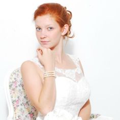 Like de facebook pagina https://www.facebook.com/bruidsjuwelen en win sieraden t.w.v. € 29,- Laat weten welke sieraden je zou willen winnen. Je kan bij albums kijken of op de website: http://bruids-juwelen.be/ Onder de eerste 50 likes verloot ik een setje sieraden. Wikkelarmband  € 32,-