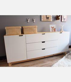 Comoda en madera de pino y laca blanca Dresser, Cabinet, Storage, Furniture, Home Decor, White Shellac, White People, Pine, Wood