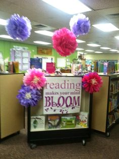 Reading Makes Your Mind Bloom - fun Spring display
