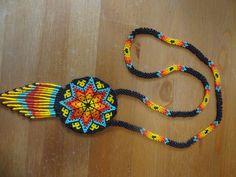 JOYERÍA HUICHOL Beaded Earrings Native, Beaded Earrings Patterns, Beading Patterns Free, Native Beadwork, Bead Loom Patterns, Jewelry Patterns, Beaded Jewelry, Beaded Necklace, Beaded Bracelets