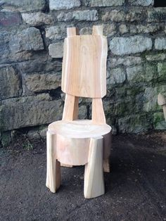 Rob Beckinsale Chainsaw Carving and Sculpture based in Gloucestershire. Cedar Furniture, Rustic Log Furniture, Diy Furniture, Tree Chair, Wood Table Design, Rough Wood, Garden In The Woods, Wood Creations, Diy Woodworking