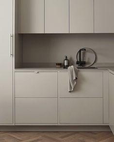 Nordic Kitchen, Beige Kitchen, Scandinavian Kitchen, Scandinavian Interior Design, Nordic Design, Green Kitchen, Scandinavian Modern, Design Design, Design Trends