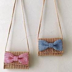 Crochet Cute Bags, Beach Bag, and Handbag Image Pattern for 2019 - Page 15 of 70 - Daily Crochet! : Crochet Cute Bags, Beach Bag, and Handbag Image Pattern for crochet bags purses; crochet bag for beginners; crochet bag for little girl Clutch En Crochet, Crochet Pouch, Crochet Diy, Crochet Bags, Crochet Ideas, Beach Crochet, Crochet Gifts, Purse Patterns, Knitting Patterns