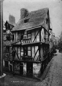 Maison de la rue de la Juiverie en 1900. Elle n'existe plus sous cette forme et se situait à l'angle de la rue du Port-Maillard et de la rue de la Juiverie