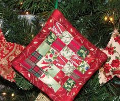 Handmade Christmas tree ornament - How to sew a mini patchwork quilt tree ornament.