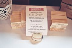 Alternative zum Gästebuch bei der Hochzeit: personalisiertes Jenga! Foto: Viktor Schwenk Photographie