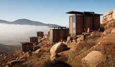 En este caso vamos a ver un hotel situado en la frontera de Estados Unidos con México, en concreto en la región de Baja California, el objetivo de este hotel es crear un refugio en el desierto, una forma de conectar con un paisaje diferente y aislarse del ruido de la ciudad.  #hotel #interior #design #vivienda #relax #arquitectura