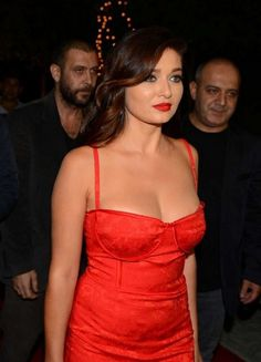 nurgul Beautiful Celebrities, Beautiful Actresses, Most Beautiful Women, Chignon Simple, Indian Blouse, Brunette Beauty, Shiny Hair, Turkish Actors, Hottest Models