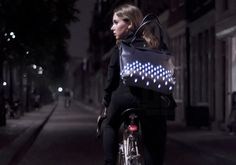 julie thissen weaves retro-reflective patterns into cyclist bags - designboom Smart Textiles, E Textiles, Urban Cycling, Bicycle Bag, Glamour, Wearable Technology, Future Fashion, Cycling Outfit, Retro