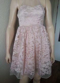 568d653942d3 Růžové krajkové šaty Ariana Lipsy