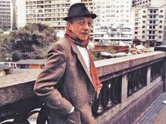 João Rubinato, mais conhecido como Adoniran Barbosa, foi um compositor, cantor, humorista e ator brasileiro. Rubinato representava em programas de rádio diversos personagens, entre os quais, Adoniran Barbosa, o qual acabou por se confundir com seu criador dada a sua popularidade frente aos demais. Adoniran ficou conhecido nacionalmente como o pai do samba paulista.