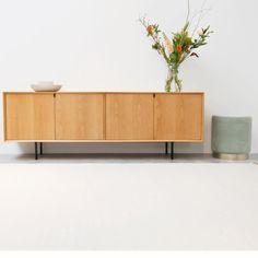 Scandinavisch dressoir - Salvin - 200cm - Eik | Furnified Vintage Sideboard, Vintage Furniture, Furniture Design, Scandinavian Living, Scandinavian Design, Informal Dining Rooms, Lets Stay Home, Diy Interior, Deco Design