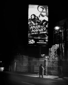 -Lo pikir aman itu mapan? #iseng #nikonesia #nikon_indonesia  #tamron #explorebekasi #fotografernet #photographer #photograhy #street #streetphotography #streetart #bw #bw_photooftheday #bw_indonesia #iseng #instasunda #instanusantara #instastreet  #indonesia_photography #photooftheday #picoftheday #iger #swag by roron_up