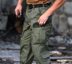 Materiál týchto nohavíc v strihu CPU tvorí 60% Bavlna, 40% Polyester - Ripstop úprava.  Nohavice majú veľa prakticky našitých vreciek. http://www.armyoriginal.sk/3125/113324/nohavice-cpu-olivove-helikon.html