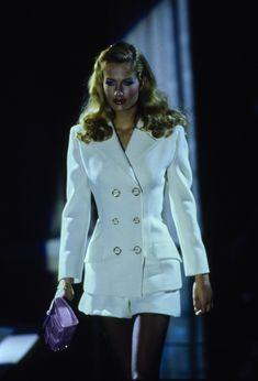 Versace Spring 1995 Ready-to-Wear Collection - Karen Mulder Fashion 2020, 90s Fashion, Couture Fashion, Runway Fashion, High Fashion, Fashion Show, Vintage Fashion, Fashion Design, Fashion Trends
