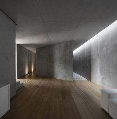 Concrete and wood. Minimal. Interieur.