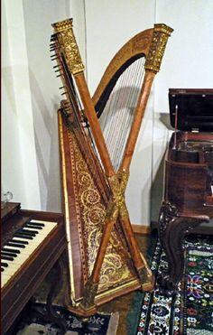 Cross strung harp. Aaaaaamazing!!!!!!