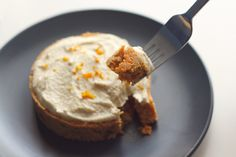 Pastel Crudo de Zanahoria con Crema de Anacardos.