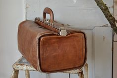 Oude dokterstas (old doctor's bag) www.blossombrocante.nl
